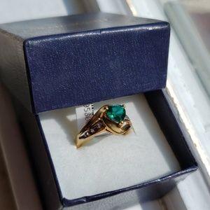 💚10K Gold & Emerald sz 7 Ring💚
